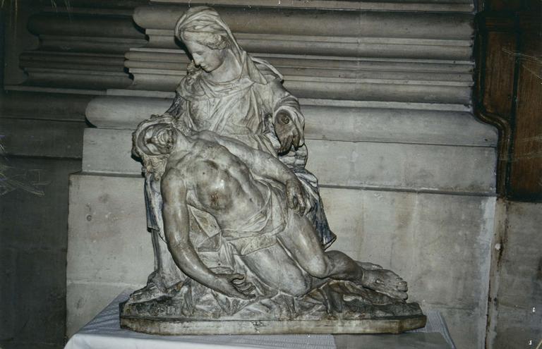 Groupe sculpté : Vierge de Pitié, bois polychrome, 17e siècle