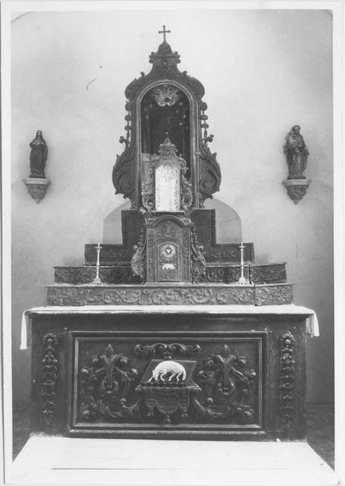 Maître-autel, antependium et tabernacle