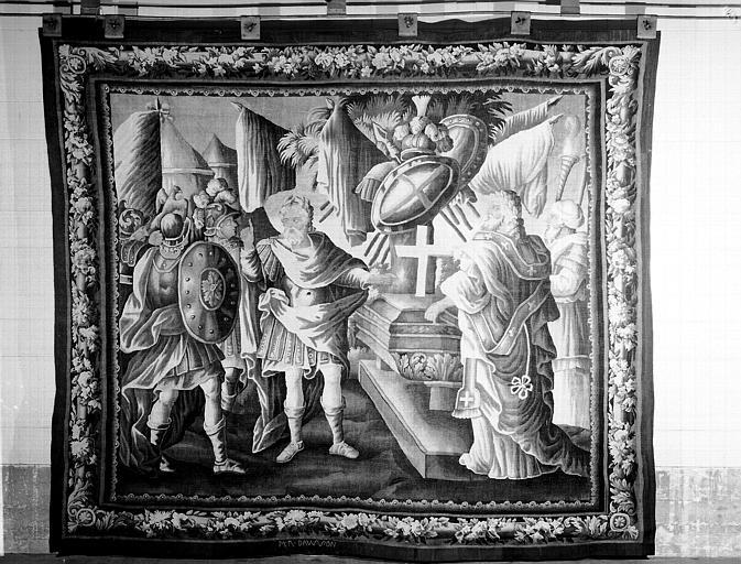 Tapisserie d'Aubusson : Godefroy de Bouillon devant le cercueil du chevalier Dagon