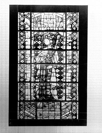 Photomontage de vitrail : baie Y, sainte Catherine, état après  restauration