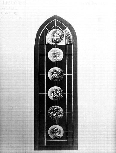 Photomontage de vitrail, chapelle rayonnante F : baie 4, saint  Pierre, état après restauration