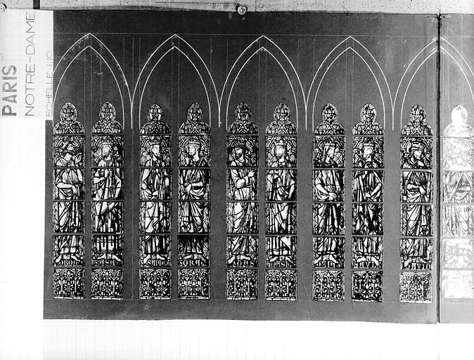 Photomontage de vitrail : partie senestre à claire voie de la rose  nord