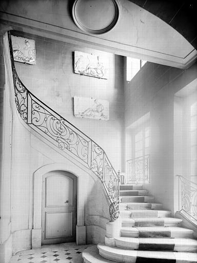 Escalier : départ du rez-de-chaussée
