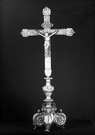 Croix d'autel en argent, avers