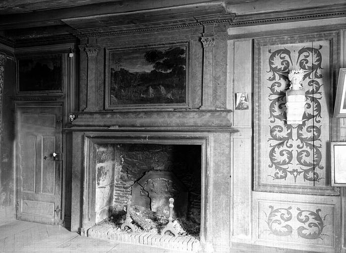 Salle du conseil municipal : vers la cheminée