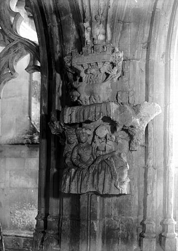 Cloître, galerie nord : pilier sculpté