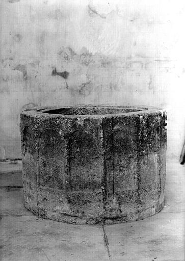 Cuve baptismale en pierre