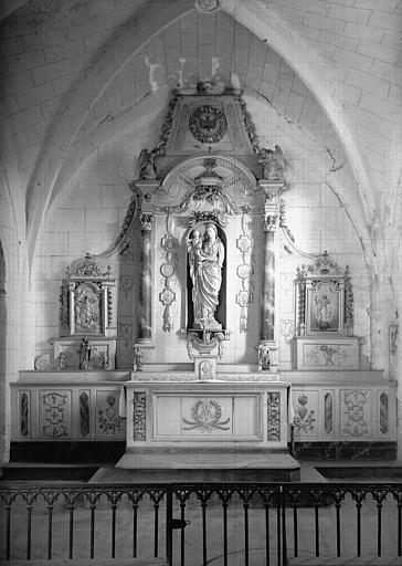 Autel de la Vierge en bois sculpté