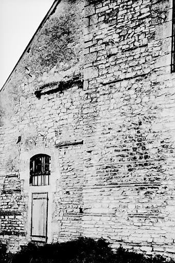 Mur est : appareil gallo-romain