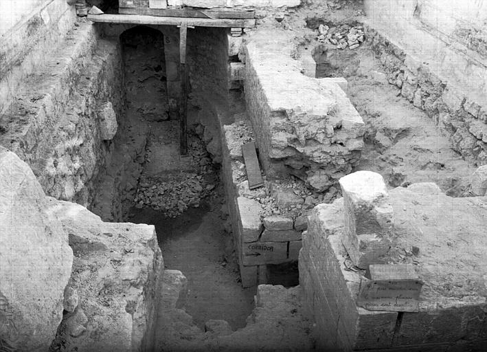 Intérieur : fouilles éffectuées dans le collatéral nord
