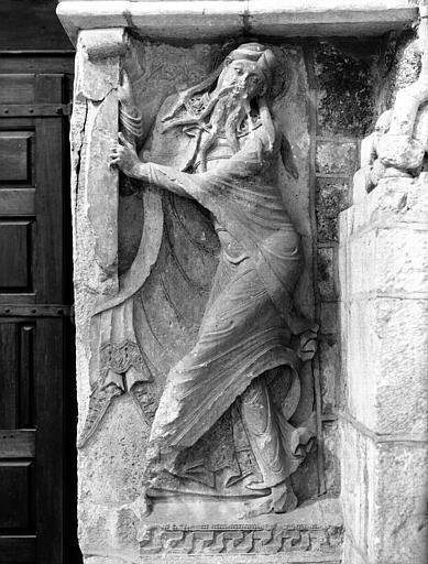 Intérieur, revers de la façade : relief d'Isaïe