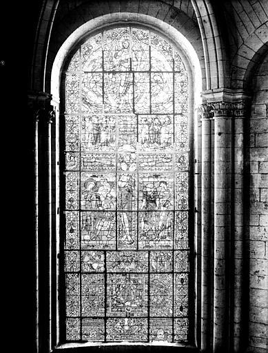 Vitrail central de l'abside : la Crucifixion