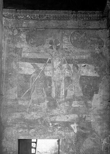 Choeur, restes de peintures murales : la Crucifixion