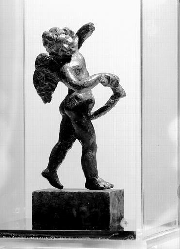 Enfant ailé dansant en bronze, époque gallo-romaine