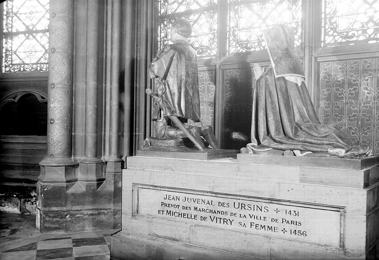 Statues priantes de Jean Juvenal des Ursins mort en 1431 et de  Michèle de Vitry morte en 1456, provenant de Versailles : vue de  trois-quart dos