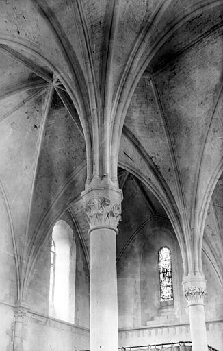 Deux colonnes, côté autel