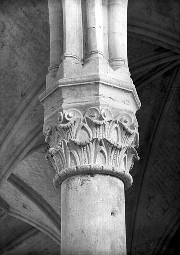 Chapiteau de la quatrième colonne de droite, côté entrée
