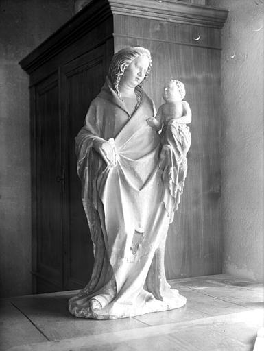 Statue de pierre polychromée : Vierge à l'Enfant