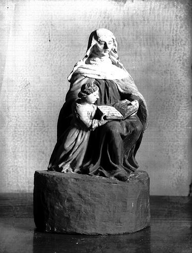 Groupe en bois polychromé : Education de la Vierge