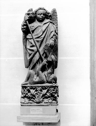 Bas-relief : saint Michel