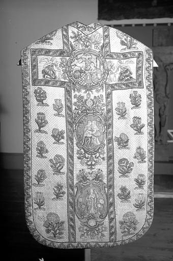 Chasuble en tapisserie au petit point, époque Louis XIV