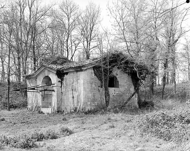 Bâtiment en ruine dans le parc