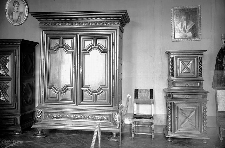Armoires Louis XIII de la chambre