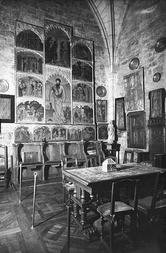 Retable peint à prédelle sculptée, supposé être situé dans la  chapelle : panneau peint