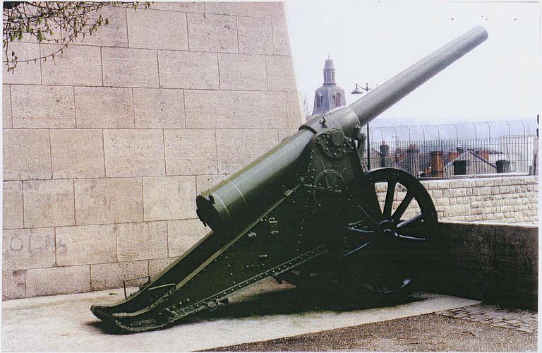 Deux canons russes de 152, 4 mm