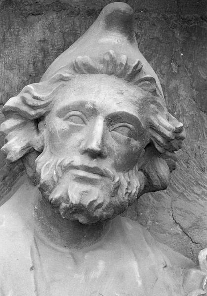 Portail central de la façade ouest, troisième voussure gauche, deuxième rangée : Joseph, détail de la tête de face