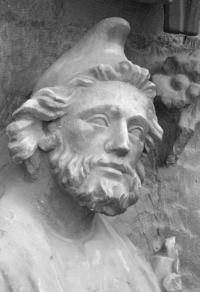 Portail central de la façade ouest, troisième voussure gauche, deuxième rangée : Joseph, détail de la tête de trois quarts droit