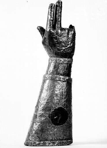 Bras reliquaire, feuilles d'argent sur âme de bois : côté dos de  la main