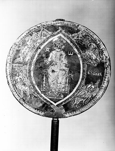 Face du reliquaire discoïdial avec plaques d'argent partiellement  dorées sur âme de hêtre, état avant restauration