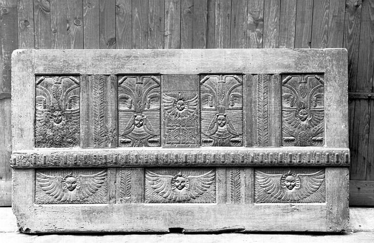 Panneau de bois sculpté, état avant restauration