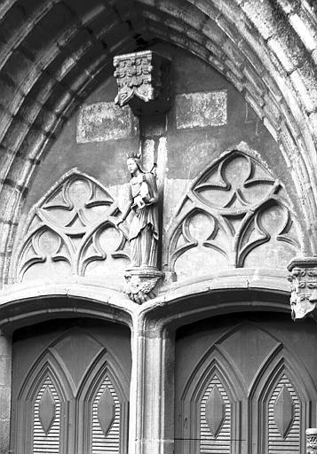 Chapelle : tympan du portail ouest