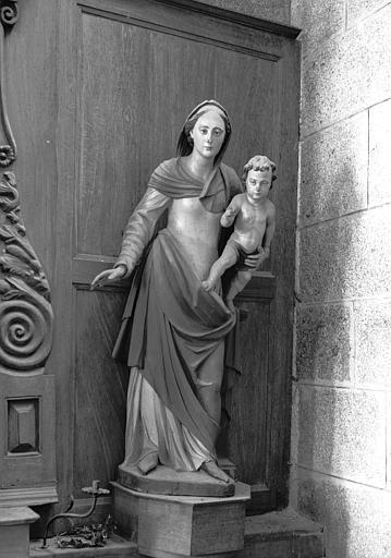 Chapelle, statue en bois : Vierge à l'Enfant