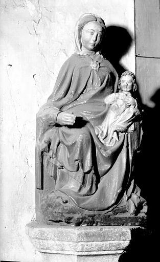 Statue en pierre polychromée du croisillon sud : Vierge à l'Enfant