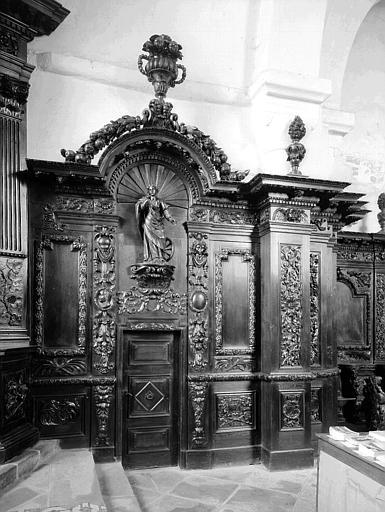Choeur : boiseries sculptées, côté sud, porte de la sacristie