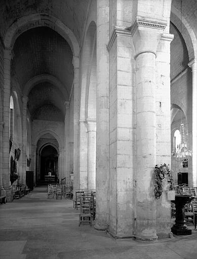 Eglise : intérieur du collatéral nord vers l'est