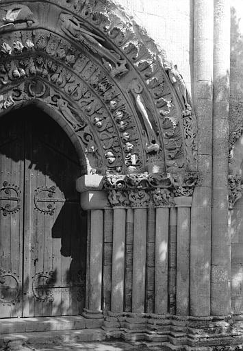 Partie à senestre du portail ouest