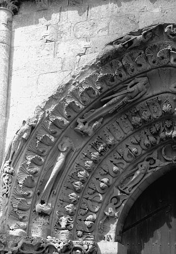 Archivoltes à senestre du portail ouest