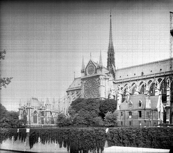 Transept et abside, vus du Pont d'Arcole