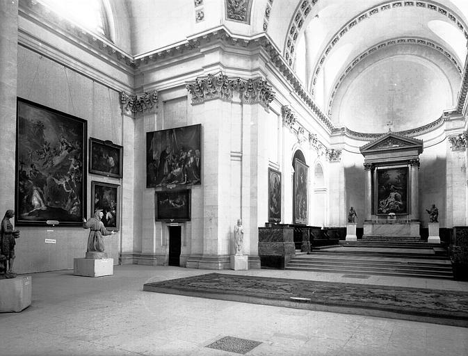 Exposition des peintures des églises de Paris : vue d'ensemble  vers le choeur, nord-est