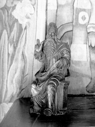 Statuette en chêne située dans la grande salle du rez-de-chaussée  : Dieu le Père assis