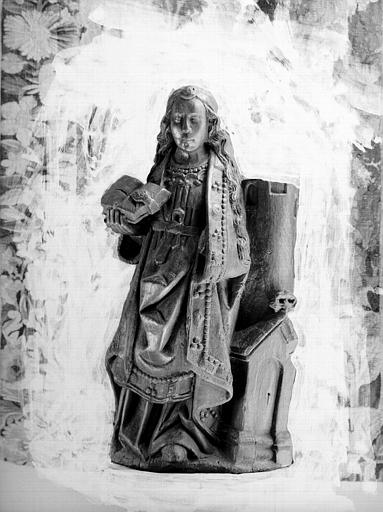 Statue en bois du vestibules : sainte Barbe