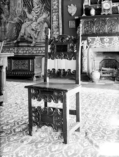 Salle des Consuls : chaise espagnole en bois