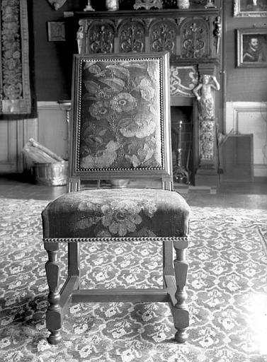 Salle des Consuls : chaise d'époque Louis XIII