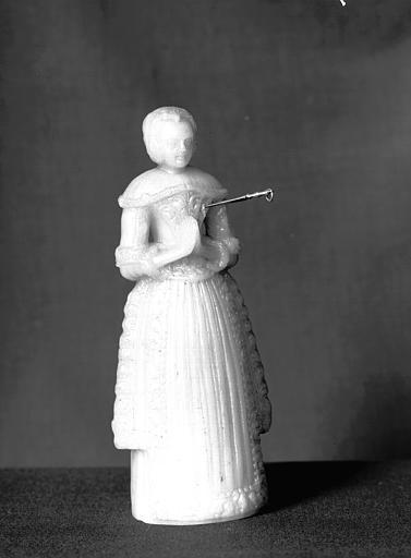 Salle des Consuls : figurine pour les incantations en cire