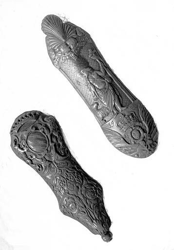 Salle des Consuls : rapes à tabac en buis sculpté