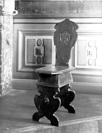 Salle 17e siècle du premier étage : chaise